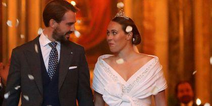 Πρίγκιπας Φίλιππος – Νίνα Φλορ: Χαμόγελα ευτυχίας μετά το μυστήριο – Το τρυφερό φιλί (photos-videos)