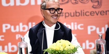 """Λάκης Γαβαλάς: Παρουσίασε το νέο του βιβλίο – Δείτε ποιοι έδωσαν το """"παρών"""""""