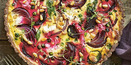 Αυτή η τάρτα με παντζάρι και κατσικίσιο τυρί είναι σκέτη απόλαυση
