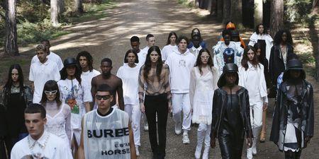 Ο οίκος Burberry άνοιξε την Εβδομάδα Μόδας του Λονδίνου