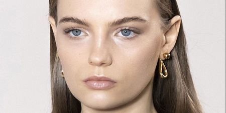 Το προϊόν καθαρισμού που επιλέγουν οι beauty editors με… κλειστά μάτια