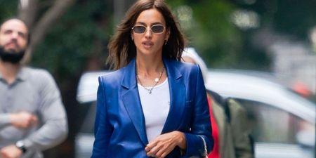 Η Irina Shayk σου δείχνει πώς να φορέσεις το δερμάτινο κοστούμι