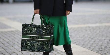 9 look για να συνεχίσεις να φοράς τη σατέν φούστα σου και το χειμώνα