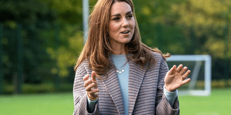 Η Kate Middleton στα καλύτερά της! Τι είναι το κασμιρένιο πουλόβερ και το καρό παλτό της;