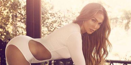 Το εντυπωσιακό 90s look της Jennifer Lopez φωνάζει… στυλ!