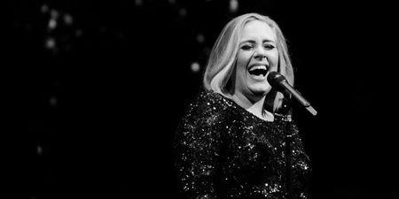 Adele: Έφυγε από τη ζωή ο πατέρας της σε ηλικία 57 ετών