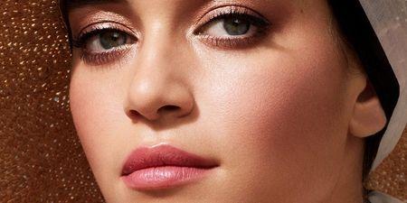 Με αυτά τα beauty προϊόντα στο νεσεσέρ σου, το μακιγιάζ σου θα μείνει στη θέση του όλη μέρα