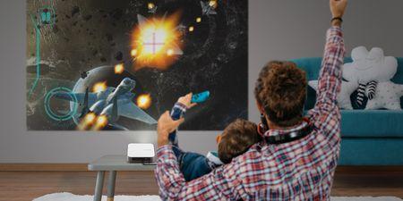 Τώρα μπορείς να αναβαθμίσεις την gaming εμπειρία της οικογένειάς σου με τον νέο προβολέα M2e