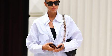 Η Irina Shayk φοράει βερμούδα και θέλουμε και εμείς