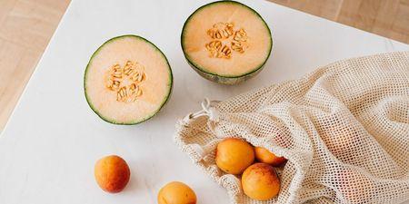 Πεπόνι: Τα οφέλη του καλοκαιρινού φρούτου και 3 συνταγές για να το απολαύσεις