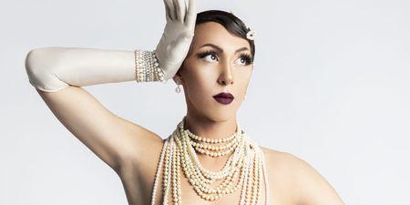 «Η µεγαλύτερη µάχη που πρέπει να δώσει ένας drag artist σήµερα στην Ελλάδα είναι να αντιµετωπίσει τις προσωπικές του µάχες»: O drag artist  Θέµης Θεοχάρογλου (aka Holly Grace) στο ELLE