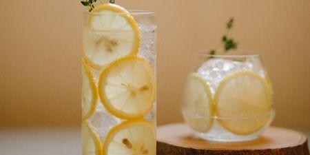 4 λύσεις για να πίνεις ευχάριστα το detox νερό, που μόνο καλό σου κάνει