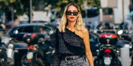 Γιατί όλες φορούν one shoulder top; 6 τρόποι να υιοθετήσεις την τάση