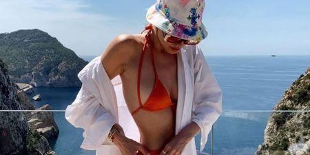 Bucket Ηat: Πώς να το φορέσεις όπως οι πιο στιλάτες γυναίκες του Instagram