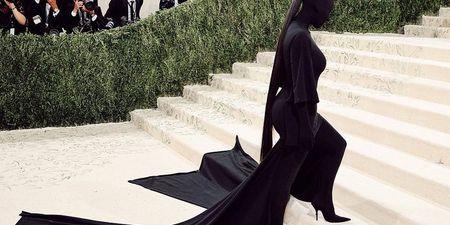Kim Kardashian: Αυτό είναι το μακιγιάζ που είχε κάτω από τη μάσκα της στο Met Gala