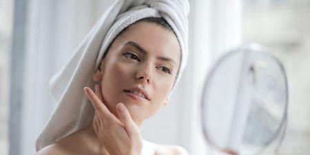 Θέλεις λαμπερό δέρμα; 10 τροφές που πρέπει να προσθέσεις στη διατροφή σου