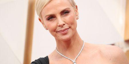 Get The Look: Τα κομμάτια που χρειάζεσαι για να αντιγράψεις το preppy look της Charlize Theron