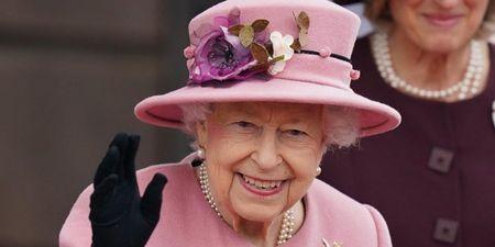 Η Βασίλισσα Ελισάβετ απορρίπτει βραβείο για την ηλικία της με μια αφοπλιστική απάντηση