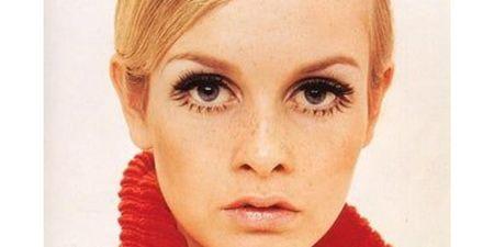 Banana Eyeliner: Η ρετρό τάση στο μακιγιάζ που κάνει δυναμικό comeback από τα 60s