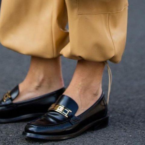 8+1 υπέροχα φλατ παπούτσια, γιατί δεν μπορείς να φοράς σανδάλια για πάντα…