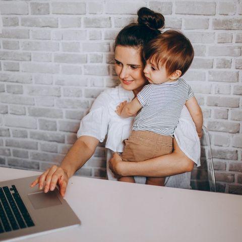 Τα 2/3 των γονέων που δουλεύουν από το σπίτι, δεν θέλουν να επιστρέψουν στο γραφείο