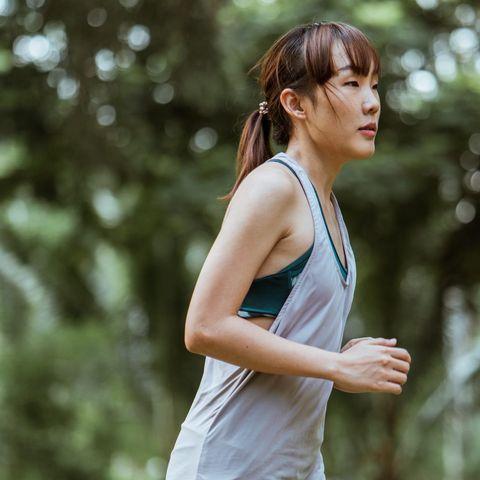 Κάνεις διατροφή κι ενώ έχανες, ξαφνικά κόλλησες; Σύμφωνα με την επιστήμη με αυτό το workout θα ξεκολλήσεις