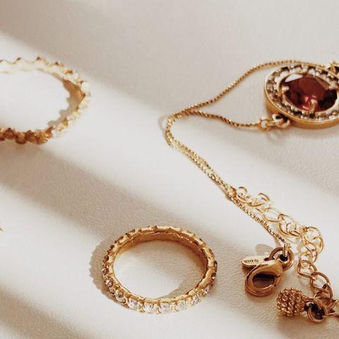 Πώς να καθαρίσεις σωστά τα κοσμήματα σου για να λάμπουν σαν καινούργια;
