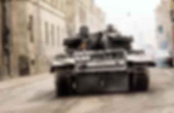 Джеймс Бонд на танку. Фото: скан MGM