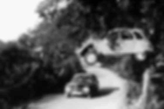 Джеймс Бонд на Citroen 2CV. Фото: скан MGM