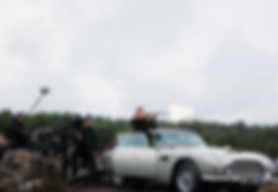 Джеймс Бонд на Aston Martіn DB5. Фото: скан MGM