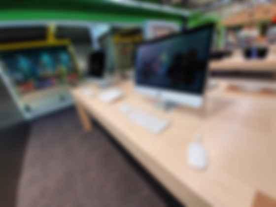 Apple shop в Comfy. Фото: rau.ua