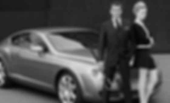 Пірс Броснан і Bentley Continental GT. Фото: Hackett London