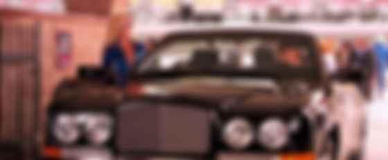 Дрю Беррімор і Bentley Azure у фільмі Charlys Angels. Фото: imdb