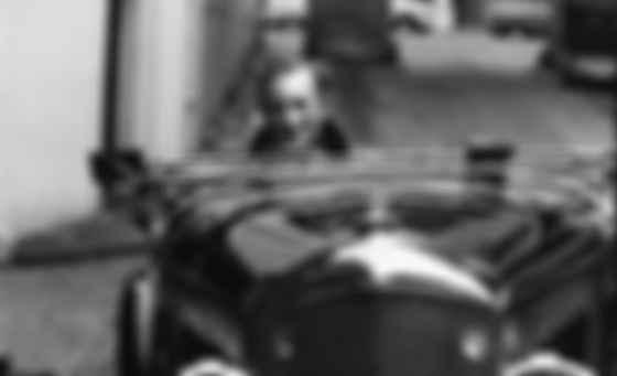 Ян Флемінг і його Bentley 4½ Litre Blower 1930 року. Фото: Life Magazine