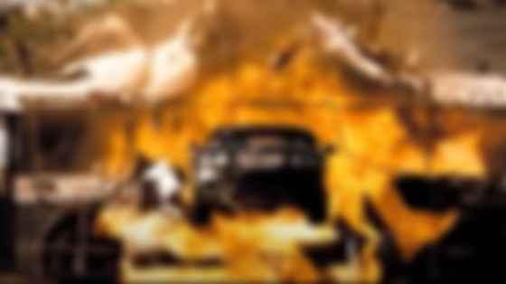 Рона Мітра і Bentley Continental GT в фільмі Doomsday. Фото: Джей Мейдмент