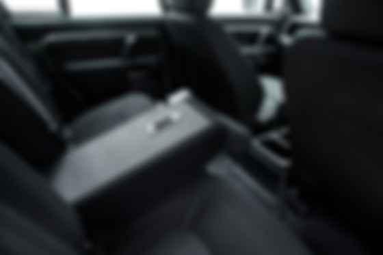 Салон сохранил винатжные элементы аскетичности. Фото: Land Rover