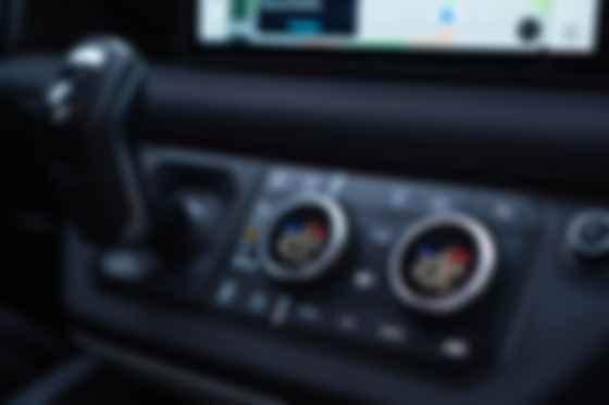 Качество отделочных материалов и проработка эргономики — на уровне Range Rover . Фото: Александра Ершова