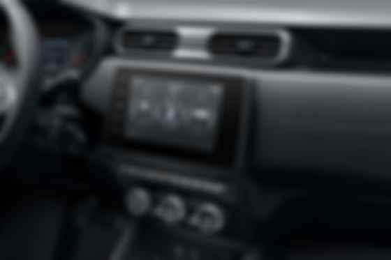 Renault Duster получил множество полезных аксессуаров для преодоления бездорожья вроде кренометра и высотометра. Фото: Renault