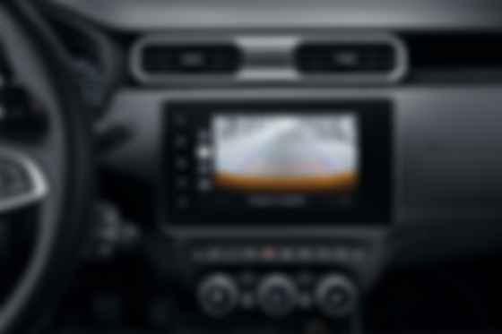 С помощью расположенных по периметру Renault Duster квартета камер системы multi-view водитель сможет двигаться с ювелирной точностью. Фото: Renault