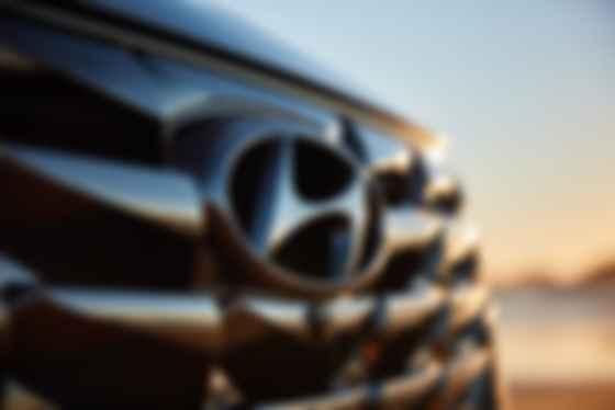 В гриль решетки зашифрован поток лавы, льющийся из ковша мартеновской печи. Фото: Hyundai