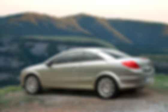 В третьей генерации у Opel Astra появился даже кабриолет со складывающейся жёсткой крышей. Фото: Opel