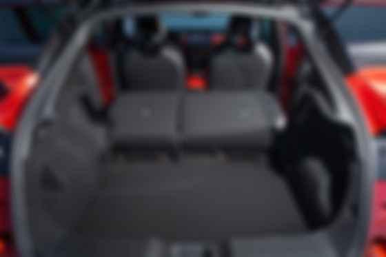 Полезный объём багажника увеличился разом на 68 л, достигнув приемлемых для субкомпактов 422 л. Фото: Nissan Ukraine