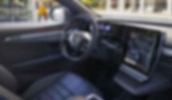 Всупереч тренду в Renault Megane E-Tech різновеликі та відокремлені монітори. Фото: Renault
