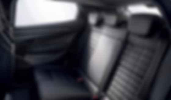 Задній диван Renault Megane E-Tech відформовано під три посадкові місця. Фото: Renault