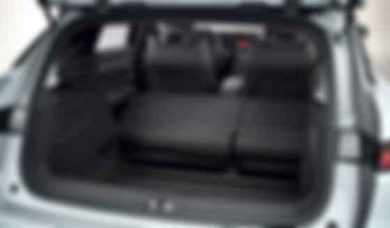 Переднього багажника в Renault Megane E-Tech немає, об'єм заднього — 440 літрів плюс відсік для кабелю. Фото: Renault