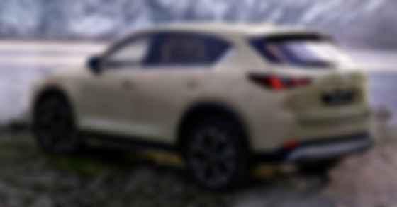Топова версія Mazda CX-5  оснащуватиметься безконтактним відкриванням задніх дверей. Фото: Mazda