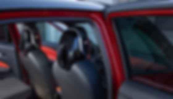 «Спікерфони» UltraNearfield у підголівниках передніх крісел Nissan Juke. Фото: Nissan