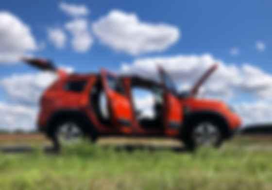 Сохранив прежнюю проходимость, Renault Duster превратился из вездехода браконьера в кроссовер здорового человека – с адекватной эргономикой и цивильной управляемостью. Фото: Сергей Суховский