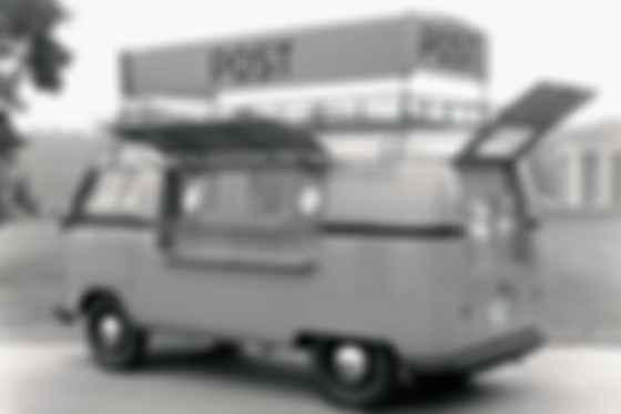 Postmobil — мобильное почтовое отделение на шасси Volkswagen Typ 2 1955 года для отправки-получения телеграмм, писем, посылок и бандеролей. Фото: Deutsche Post