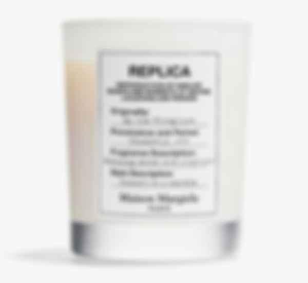 Парфюмерная свеча Replica By the Fireplace. Фото: Maison Margiela